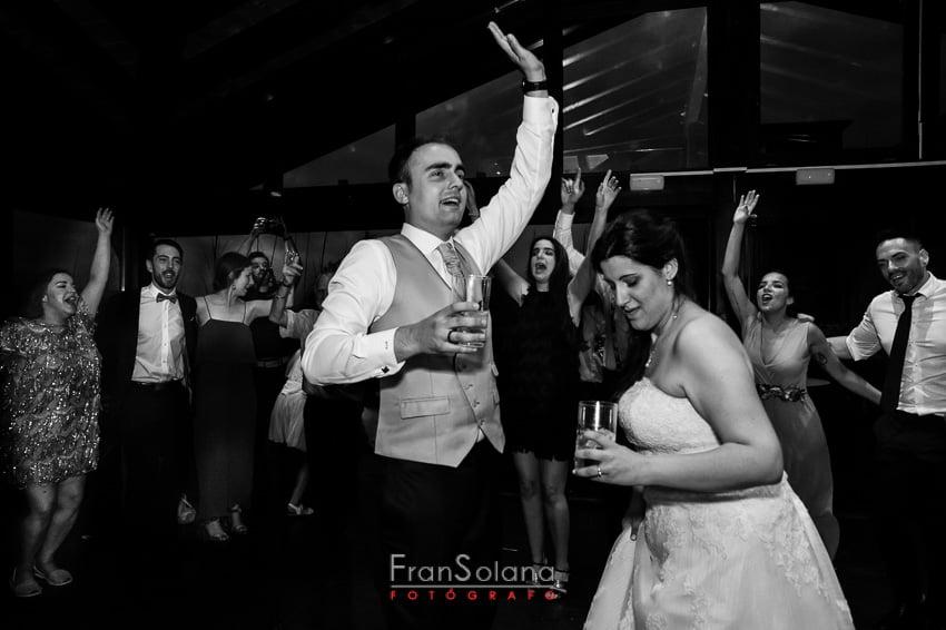 El baile y la barra libre en las bodas en Arcos de Quejana